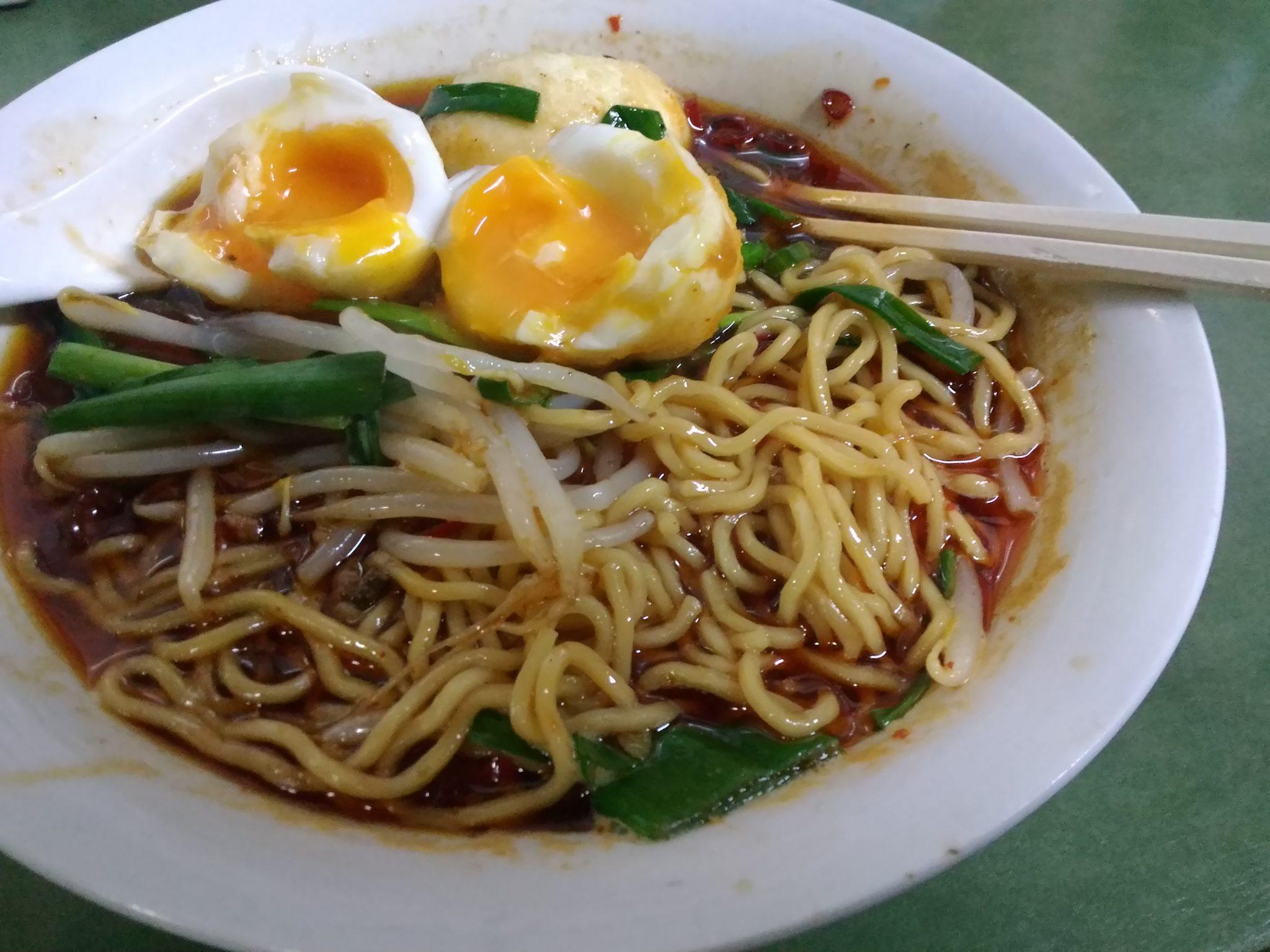台湾ラーメン揚げ卵半熟